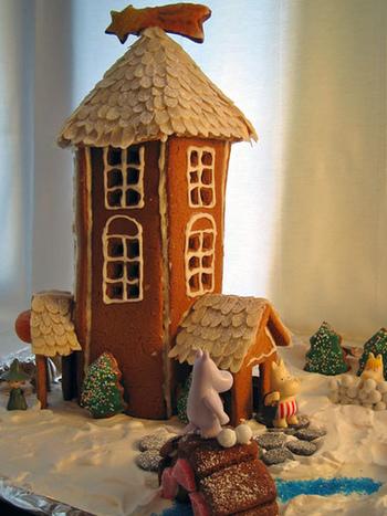 クッキーでお家を作るご家庭も。お子さんと一緒にデコレーションする時間も楽しそうです。