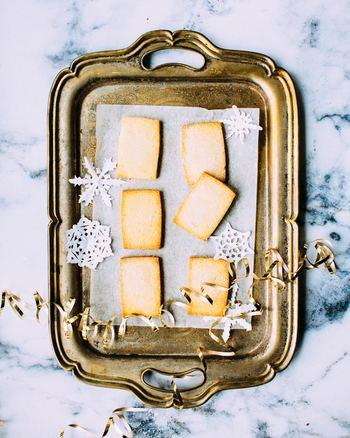 なぜか、ほっこりした気持ちになる雪の結晶の柄。シンプルな形なので、いろいろな物のデザインにも取り入れやすいのがいいですね。冬の日の日常生活に取り入れて、楽しんでください。