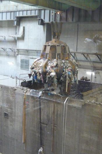 超高温処理ができる最強の焼却施設を完備・最強の下水(汚泥)処理をも完備し、東日本大震災の際に大阪が受け入れたガレキ処理もしたそうです。
