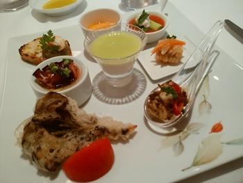 食材の良さを最大限に引き出し、色鮮やかなイタリアンらしいひと皿を演出してくれます。器やカトラリーにもこだわりがあり、上質な時間を過ごすことができますよ。