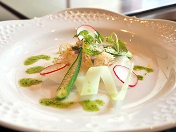 もちろんステーキだけではなく、オードブルやお魚料理も繊細に美しく調理されており、とても満足度の高いランチコースに仕上がっています。