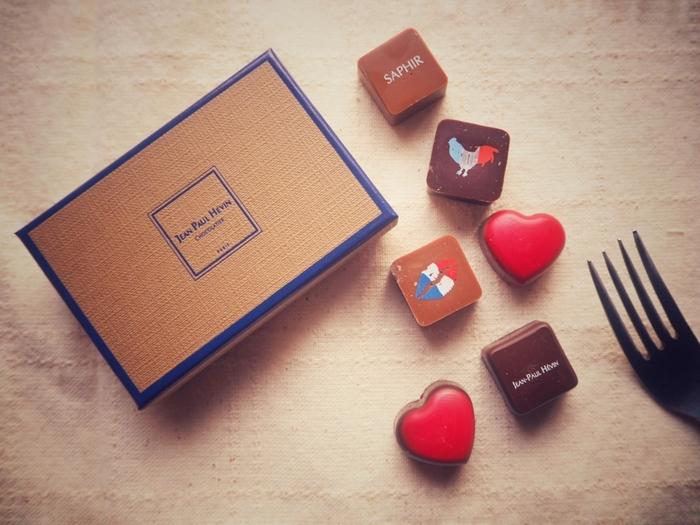 最高の素材にこだわって作られる「JEAN-PAUL HÉVIN(ジャン=ポール・エヴァン)」のチョコレート。本場フランスでも圧倒的な人気を誇るチョコレートブランドです。シンプルで洗練されたボックスに、可愛らしいチョコレートが詰まっています。