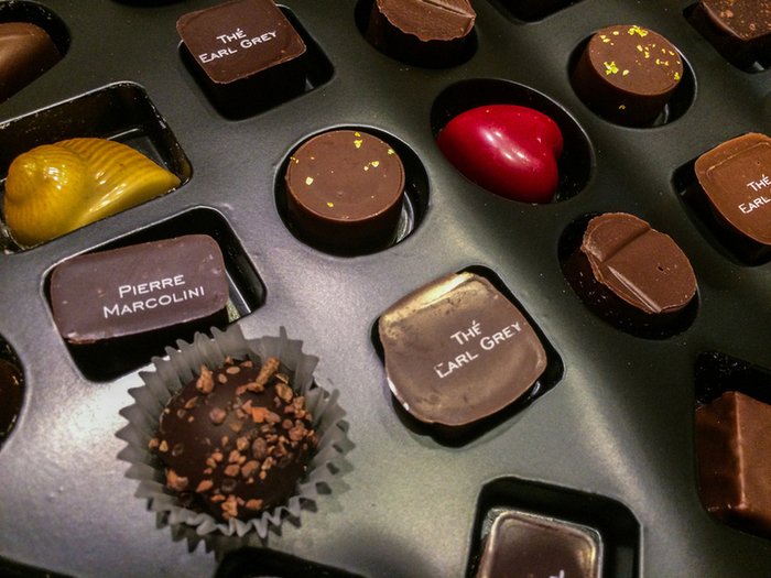 カカオの香りがふわりと広がるやわらかな口どけのチョコレート。フルーツの香りと甘酸っぱさがほのかに広がるシリーズも人気です。