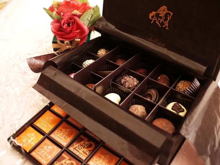 チョコレートといえば「GODIVA(ゴディバ)」。ベルギー発祥のベルギー王宝御用達の老舗チョコレートブランドです。高級感たっぷりのパッケージに、一粒ずつゆっくり味わいたくなるチョコレートが並んでいます。