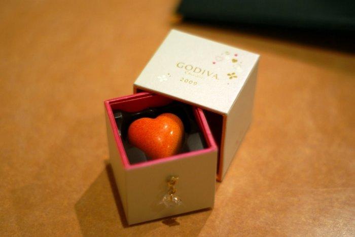 プレゼントにもぴったりな宝石のようなハートのチョコレート。限定チョコレートや、その時期にしか買えないチョコレートなども揃っています。