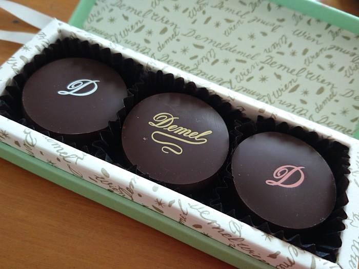 「デメルを訪れずしてウィーンを語るなかれ」と言われていて、良質な材料で作られるチョコレートは、なめらかで口の中に優しく溶けていきます。