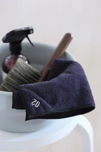 そして必要なお掃除道具を用意しておきましょう。  ・用途にあった洗剤 ・スポンジ、メラミンスポンジ、ブラシ ・古布 ・新聞紙 ・古歯ブラシ ・割り箸など