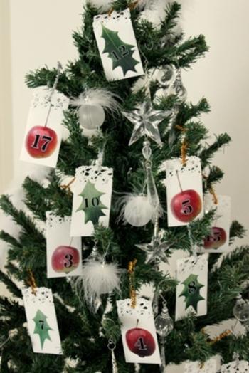 クリスマスのインテリアとしても素敵なアドベントカレンダー。中に入れるお菓子やおもちゃ、メッセージを考えるのも楽しいですよね!クリスマスに合わせて、オリジナルのアドベントカレンダーをぜひ手作りしてみて下さい♪
