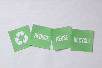 舞洲ゴミ処理上の展示コーナーでも触れられている『3R』  ゴミを減らすためには、欠かせないことなんです。 また、ゴミを減らすことで、ゴミの焼却や埋立処分による環境への悪い影響を極力減らすことと、 限りある地球の資源を有効に繰り返し使う社会(=循環型社会)をつくろうとするものです。