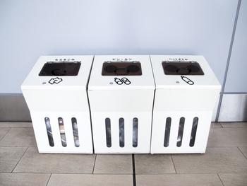 資源になるものは分別回収を徹底し、リサイクルに出すようにしましょう。 着なくなった洋服はフリマやリサイクルショップへ。