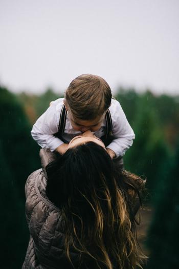 子どもの頃、お母さんやお父さん、学校の先生や友達に褒められて、とっても嬉しかったという記憶はありませんか?褒められると嬉しくて、やる気も出てくるものですよね。