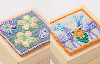 この刺繍ワッペンがとっても可愛い。サクラの香りには桜と蝶々、スミレの香りにはすみれの花と鹿が描かれています。手のひらに収まる大きさなのでポーチやバッグなどに入れて、いつでも持ち歩きたいですね。