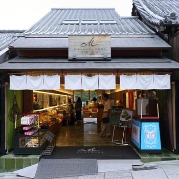2010年に新しく仲間入りした「マールブランシュ 清水坂店」。 マールブランシュといえば京都発祥のお菓子専門店ですが、京都店でしか買えない、個人的に京都に行ったらこれは是非是非是非とも買ってみてほしいお勧めのお菓子があるんです。