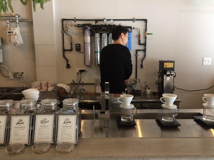 焙煎の鮮度と個性にこだわった自家焙煎のコーヒーが自慢。浅煎り、中煎り、深煎りの3段階の焙煎からお好みの味をチョイスできます。