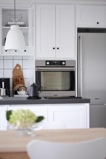いかがでしたか?収納を変えて物が整理整頓しやすくなると、キッチンの使い勝手が良くなり料理しやすくなりますよ。よく使うものは手の届きやすい位置の引き出しにするなど、導線を考えて配置するとさらに動きやすくなります。ぜひ、参考になさってみてくださいね。