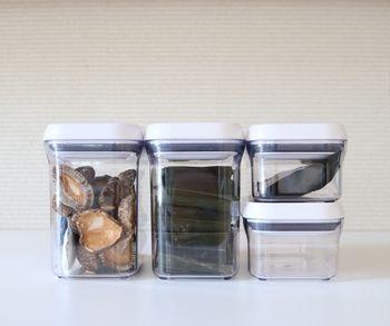 容器が小さすぎるとせっかく入れ替えても全部入りきらず、余った物を収納するため別に収納場所が必要になる…。これだと二度手間なうえ、余った方を忘れがちに。 ○引き出しにあった高さ ○容量は大きめ サイズ選びが大切です。