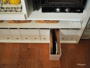 低コストで便利なオープンボックスも収納に合ったボックスを並べれば、自分仕様の使い勝手の良いキッチン収納が作れますよ。