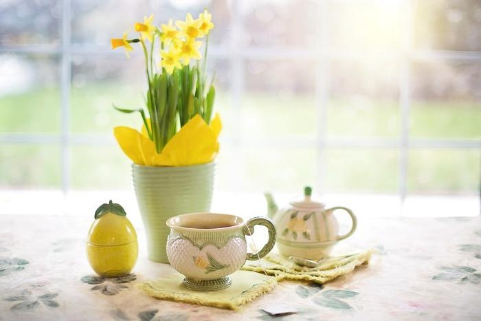 小ぶりな花はまとめて生けるのがかわいいです。ティータイムには、テーブルの中央に飾るのもいいですね。