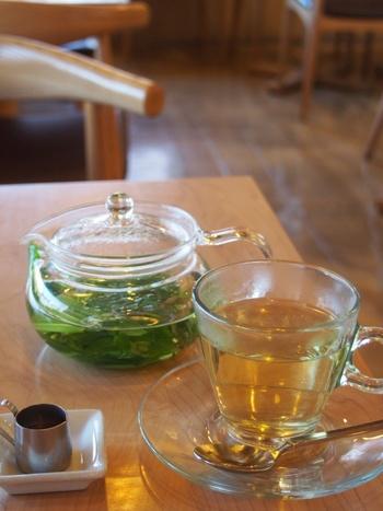 おすすめのフレッシュハーブティーは、新鮮な生のハーブを使用したとても香りの良いお茶です。