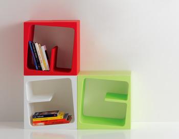 使っていた本棚がいっぱいになって買い足しをお考えなら、できれば同じものを購入しましょう。収納アイテムがバラバラだと、お部屋全体で見たときに統一感がなくなってしまいます。