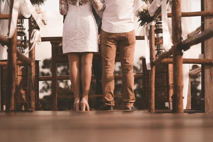 ひと昔前までは、「結婚=幸せ」というイメージが世間では常識でした。ですが、時代の移り変わりと共に、結婚だけが幸せの定義ではなくなり、多様な生き方が模索されるのが昨今の社会です。