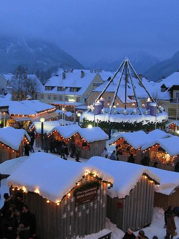 ヨーロッパ諸国では11月末頃から、アドベントというクリスマスを待ち望む期間が始まります。