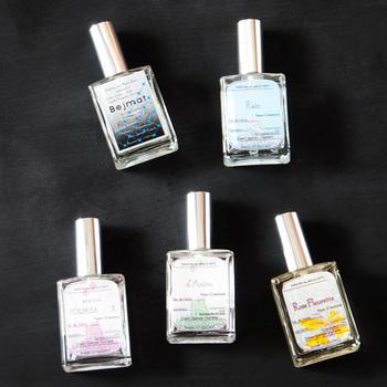 上品で清潔感溢れる「Rain」をはじめ、希少な天然香料をおしげもなく使用した「Bejmat」など、全6種類の香りを用意。心地よい香りに包まれるオススメのアイテムです。