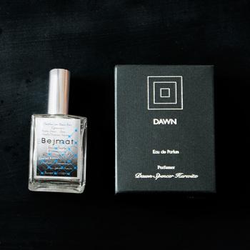 オールハンドメイドで作られるDAWN Perfume。厳しい品質管理のもと作られている為、一度に多くて100本までしか作れないという貴重な逸品。他の人と香りが被りたくない、そんな方にオススメのパフュームです。