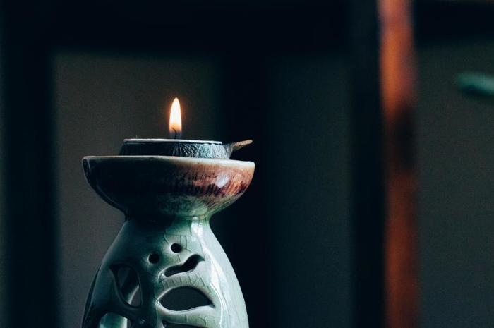 キャンドルを灯して、しっとりとした音楽に耳を傾けるひととき。自分の世界に入って、旋律に身をゆだねる癒しの時間をもつのも素敵ですよね。