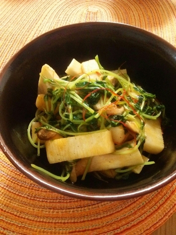 ピリ辛なペペロンチーノ風のレシピ。 山芋はざっくり食感の残る形に切られているので、食感もそのまま楽しめます!