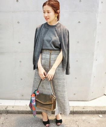 春夏は半袖のアンサンブルで、寒い時は肩にかけたり、羽織ったりが出来て、ととも便利です。