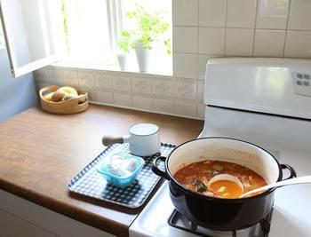 日々、欠かせない台所道具だからこそ、錆びてしまったり、焦げ付いてしまったり、トラブルが起きるとつい慌ててしまう時もありますが、そこは慎重に!その都度落ち着いて対応方法を調べるのがおすすめです。台所道具も付き合いが長くなれば、ささいなトラブルはするりと解決することができるようになりますので、気長に付き合っていきましょう♪