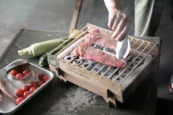 竹炭の熱は約60分間調理する温度を保ってくれるので、十分にアウトドアでのお料理を楽しむことができます。遠赤外線でじっくりと食材に火を通してくれますよ。