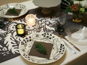 お皿の上にグリーンをちょこっとセッティング。それだけでクリスマス気分が高まるのだから、不思議です♪