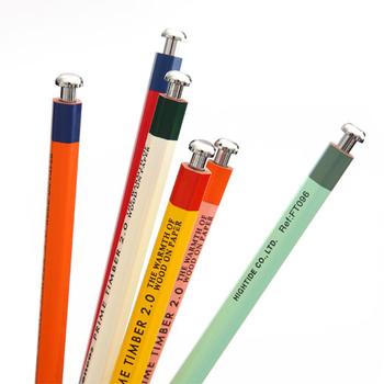 ちょっとレトロな色の組み合わせは6種類。ペンケースに入れていても目立ちます。