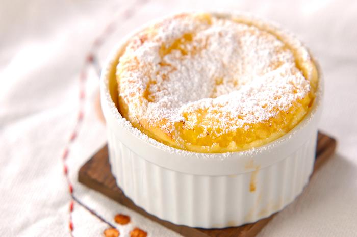 手が込んでいるように見えますが、クラフティは材料を合わせて焼くだけなのでとても簡単!爽やかなオレンジ風味をきかせたフルーティーなおいしさです。