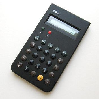 機能性抜群のBRAUNの電卓。1987年に発売されて人気を博したモデルの復刻版です。押しやすさにこだわったボタンの形や、こだわり抜かれた配色など、細部にまで使いやすさを追求されています。