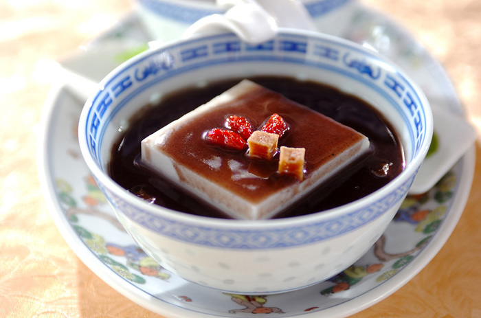 絹ごし豆腐にあんダレをかけていただく、ちょっと変わり種のホットスイーツ。サンザシの優しい酸味が、甘いあんダレのいいアクセントに。これは、ぜひ試してみたいですね。