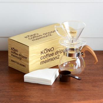(おすすめのドリッパー) 木製のハンドルにぬくもりを感じる、おしゃれなドリッパー。おいしいコーヒーを淹れることができるように、細かい工夫がしてあるそう♪