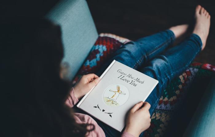 紅茶が登場するミステリー小説を片手に、ティータイムを楽しむのも面白い趣向。日頃気になっていた画集などを、手に取ってみるものおすすめです。