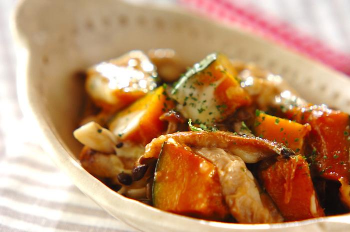 優しい味わいのかぼちゃときのこは、相性バツグンの食材です。こちらの「洋風チーズ炒め」は、176kcalと低カロリーなのも嬉しいですね♪チーズを加えていますので、ワインのお供としてもおすすめです。