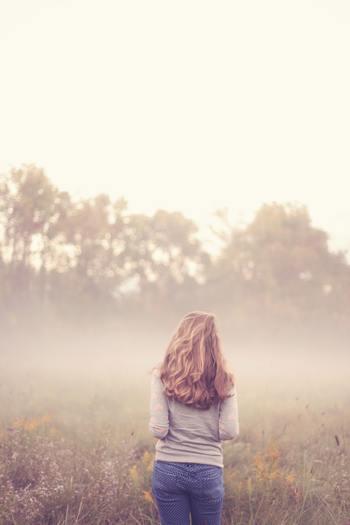 1人でいることにより得られる静けさや平穏さは、ストレスを減らし心と体をリセットしてくれます。さらには、充電をもさせる効果があります。