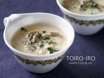 マッシュルームは、シンプルなスープはもちろん、クリーム系にもよく合います。上品な味わいのコクのあるスープは、ゆでたパスタやマカロニを入れるのもおすすめ。魚や肉をプラスすれば、メインディッシュにも早変わりします。