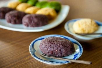 現在では、保存や品種改良が進み、いつでも美味しい小豆(粒あん)を楽しむことができますが、名前の違いには小豆を美味しく食べる「昔のひとの知恵」があったんですね。