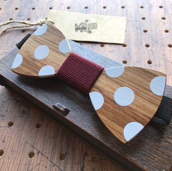 細部までこだわった、世界にひとつだけの蝶ネクタイをつくる「wood chocolate」さん。 おしゃれでキュートなデザインが目を引く「木」の蝶ネクタイは、プレゼントにもぴったりです!