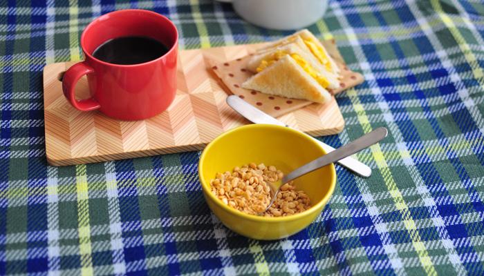 「コモン」は、2014年に誕生した日本のテーブルウェアブランド。コモンのカトラリーは、デザイナーの「角田陽太」氏と新潟にある老舗のカトラリーメーカー「燕振興産業」が共同製作しています。日本の食生活にマッチする素材やフォルムにこだわって作られており、私たちの食卓にしっくりと馴染みます。