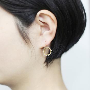 若山麻子さんがデザイン&制作を手掛けるアクセサリーブランド「Amito(アミト)」。