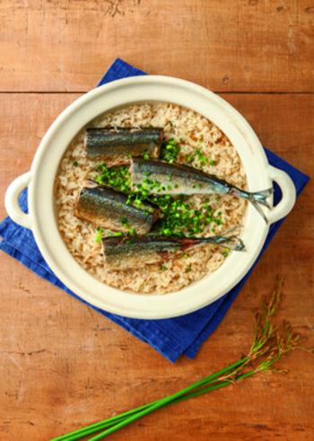 秋刀魚を骨ごと炊き込んだ炊き込みご飯。出汁がしっかりと出て、美味しくいただけます。すだちと生姜がアクセント。