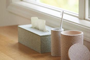 毎日使う歯ブラシは、清潔に保ちたいものです。呼吸する素材として注目されている珪藻土の特性を活かしたブラシスタンなら、水回りの嫌なヌメリを予防できますよ。お掃除もラクラクになるので、帰宅後の余計な家事仕事も減らせます。