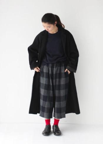 靴下は見える面積が狭いわりに、ぱっと目を引く効果の高いアイテムです。差し色としての分量を調節しやすいので、ぜひこの秋取り入れてみたいアイテムですね。